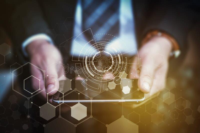 技术和企业概念,举行sm的商人的手 免版税库存照片