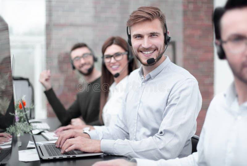 技术支持专家在工作场所 免版税图库摄影