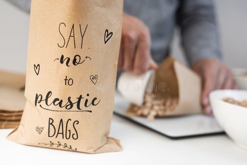 文本对在一个纸袋的塑料袋说不 库存照片