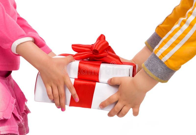 把儿童礼品现有量s装箱 免版税库存图片