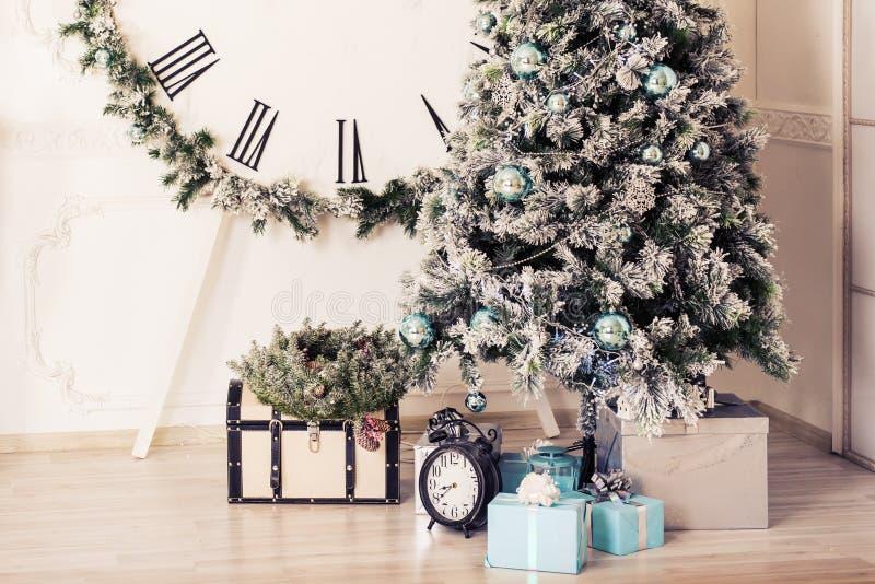 把圣诞节礼品结构树装箱 库存图片