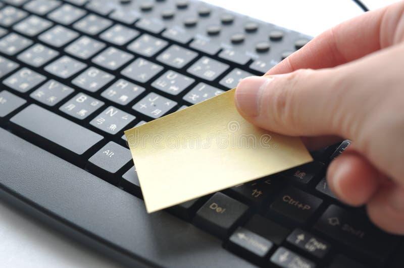 把备忘录放在中国键盘上 库存图片