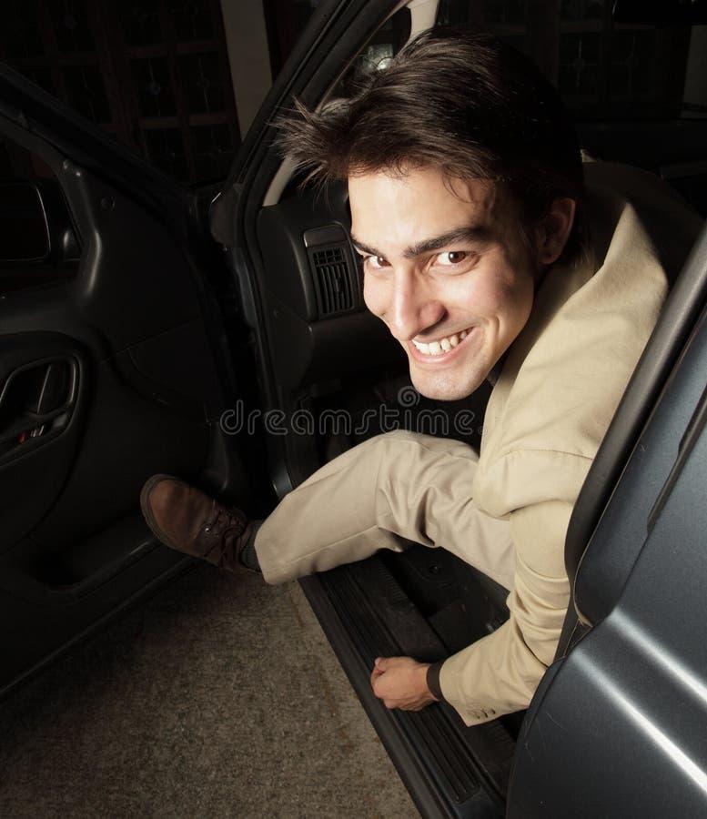 把弄出去他的人的汽车  图库摄影