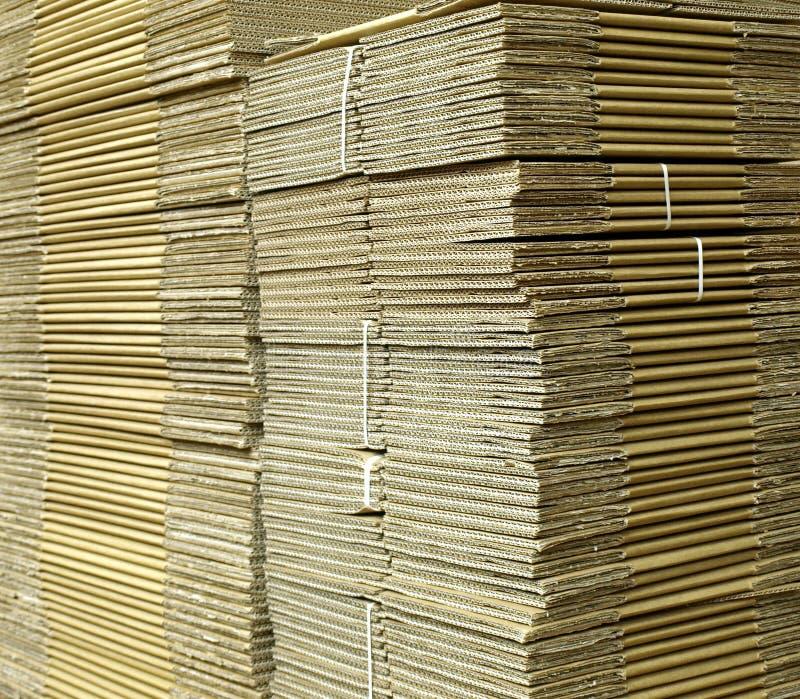 把成波状的纸板装箱 免版税库存图片