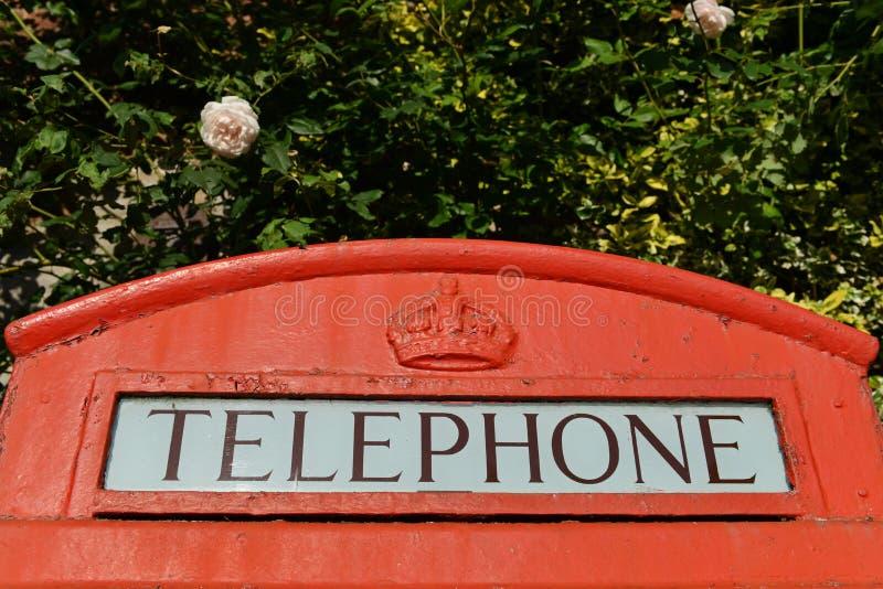 把英国红色电话装箱 库存图片