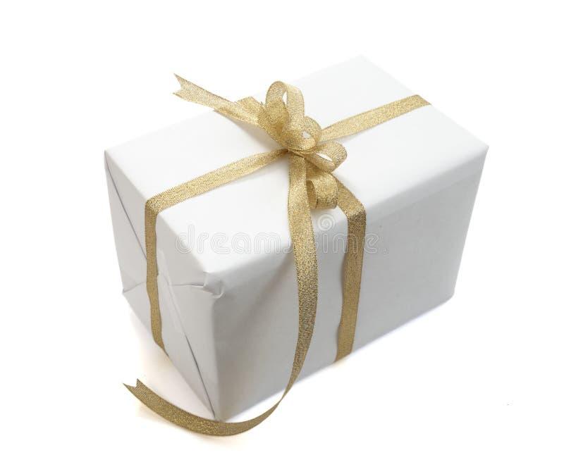 把装饰礼品存在红色丝带装箱 免版税图库摄影