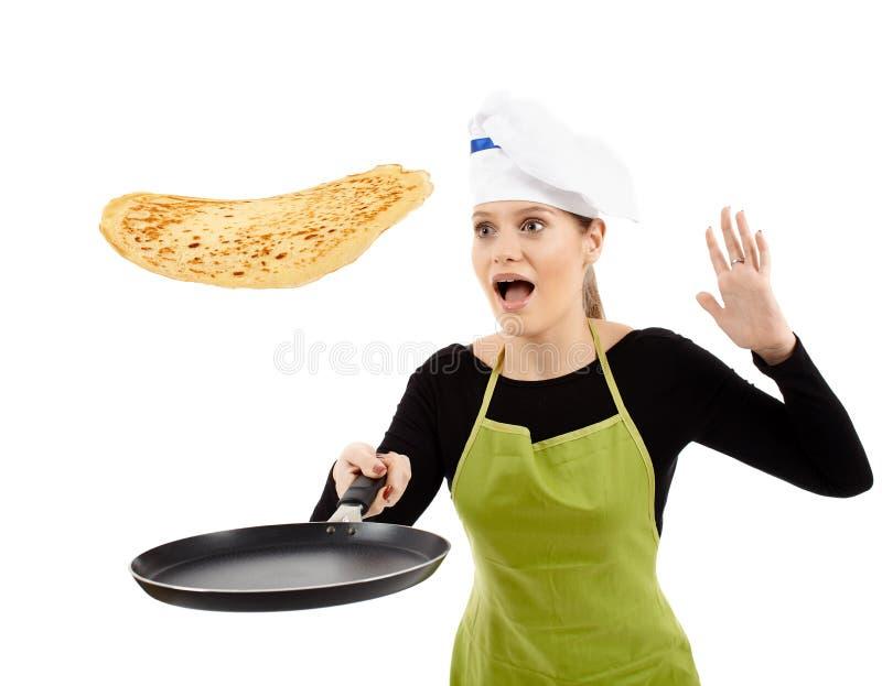 投下一个翻转的薄煎饼的厨师 库存图片