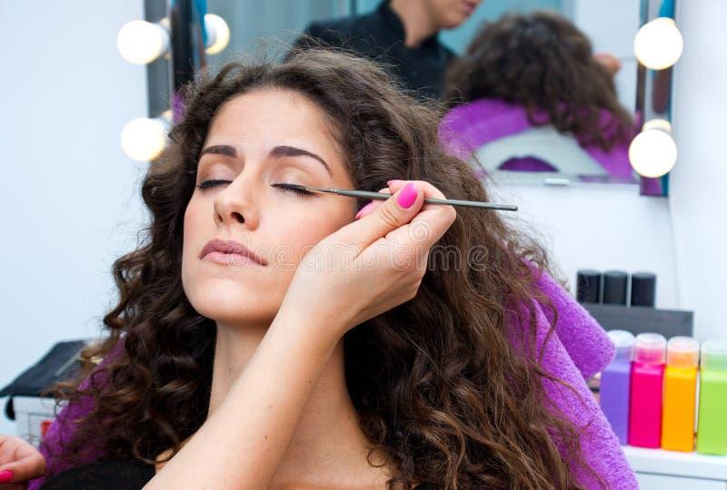 投入染睫毛油的妇女组成 免版税库存图片