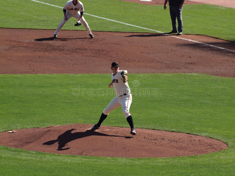投手投与阴影casti的球的麦特・凯恩进步 图库摄影