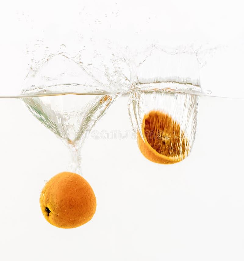 投掷入水的果子 库存照片