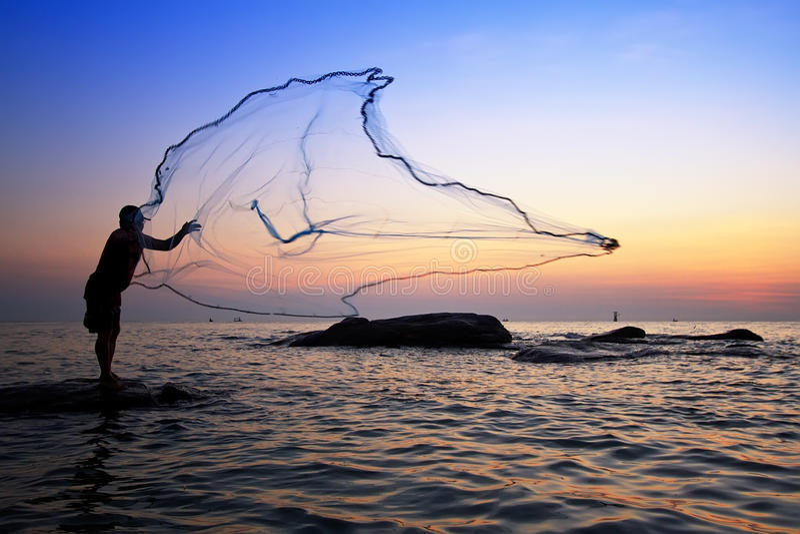 投掷的捕鱼网 库存图片