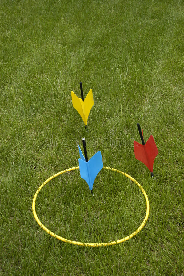 投掷系列比赛jarts普遍的草坪政党 库存照片
