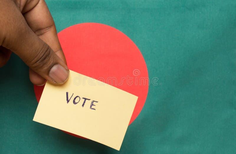投票的概念-在孟加拉国旗子的人藏品手书面投票的贴纸 库存图片