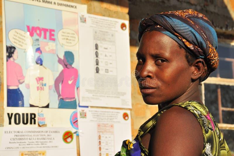 投票等待的妇女的非洲人 库存图片