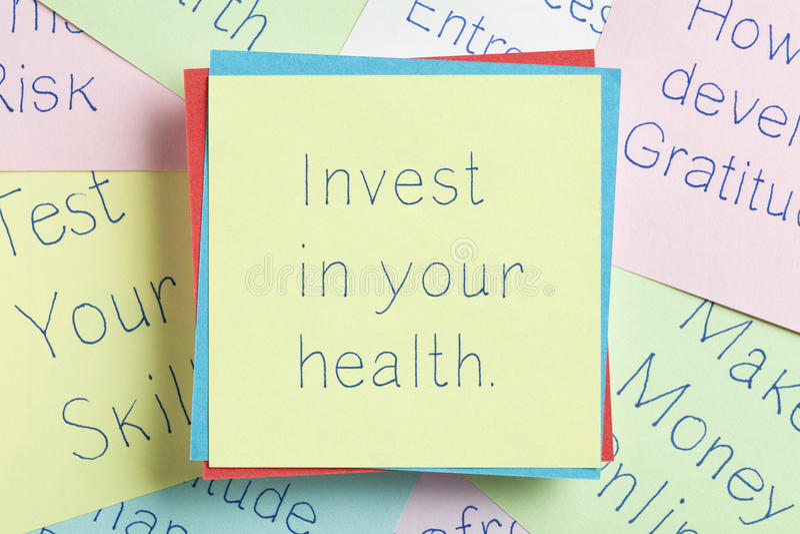 投资在笔记写的您的健康 免版税库存照片