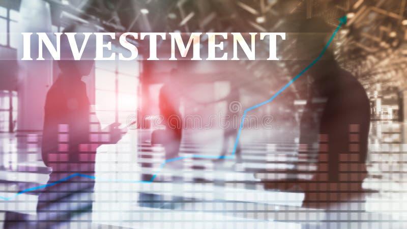 投资, ROI,金融市场概念 夹克的人们在城市的背景 库存图片