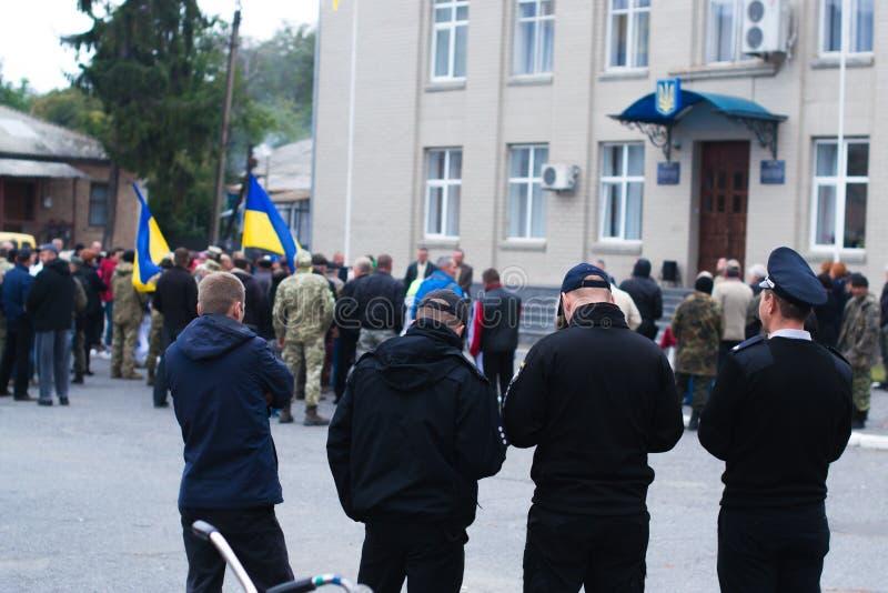 抗议的警察在2017年10月2日的乌克兰镇 免版税库存图片