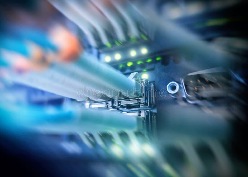 折磨光纤 光纤设备在数据中心 免版税图库摄影
