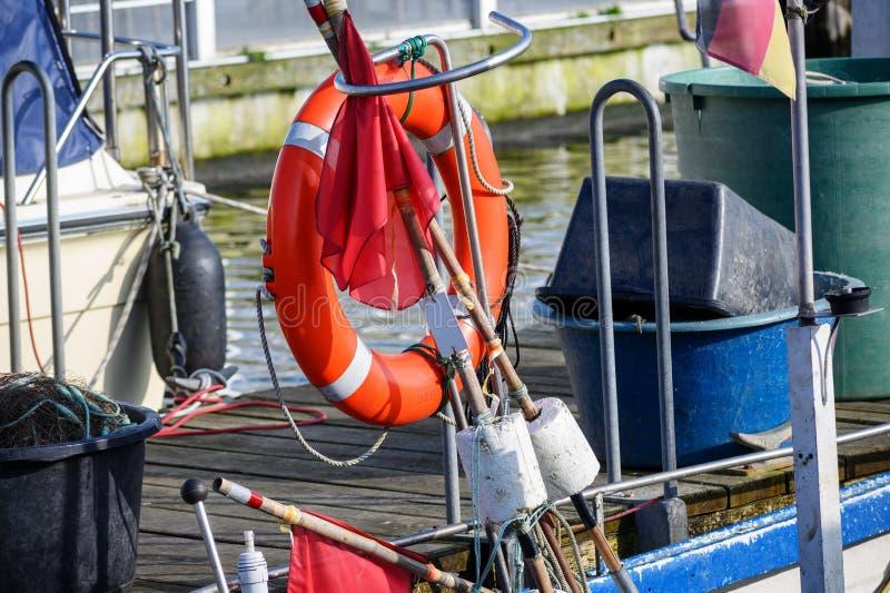 抢救圆环和设备在一传统渔船 图库摄影