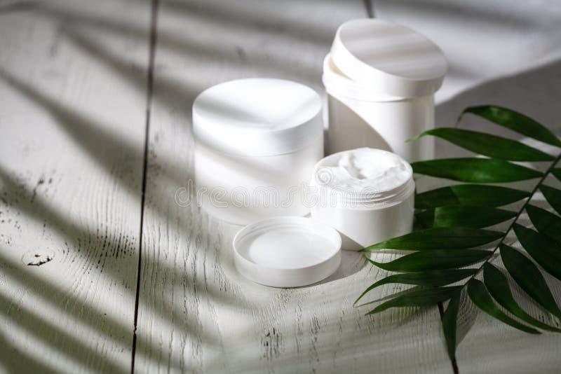护发的自然有机化妆用品 巴恩产品,卫生间集合 免版税库存照片