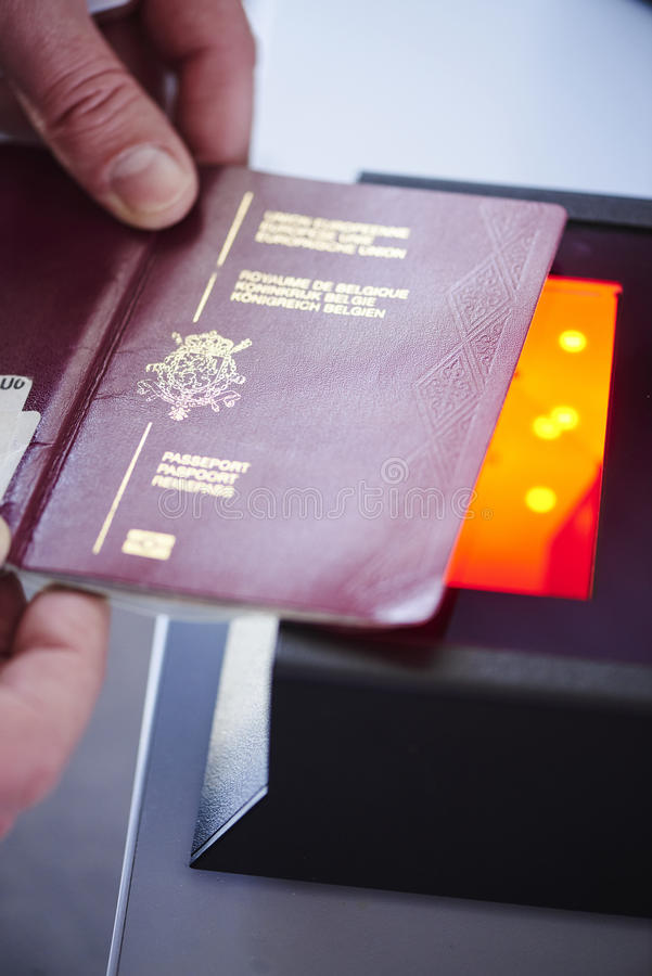 护照安全扫描器 库存照片