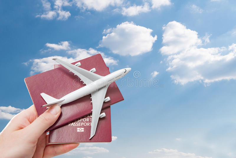护照飞行飞行旅行的旅行公民身份概念 库存图片