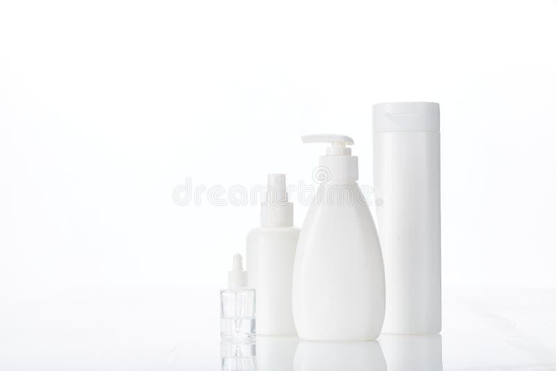 护肤面霜和护肤液、沐浴露天然有机美容用白瓶氟松化妆品 库存照片