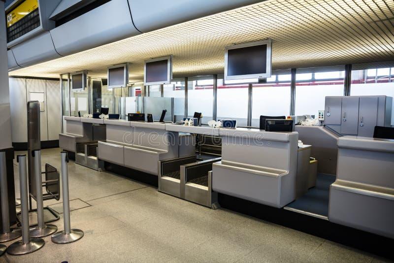 报到地区在现代机场 免版税库存图片