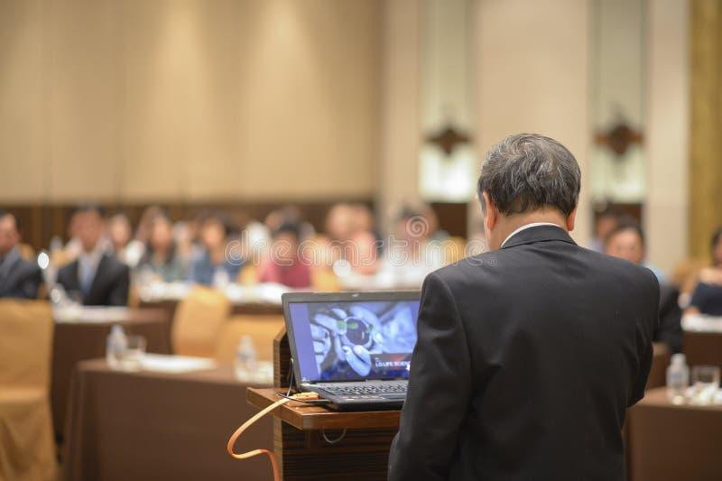 报告人在业务会议和介绍 库存图片