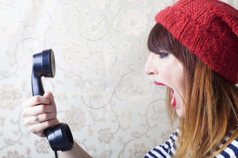 画报女孩尖叫对葡萄酒电话 免版税库存图片
