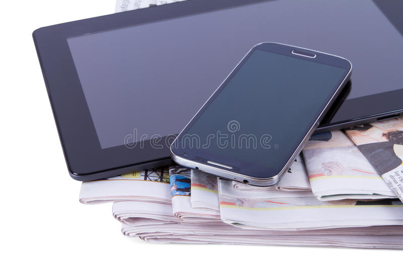 报纸、片剂和手机 图库摄影