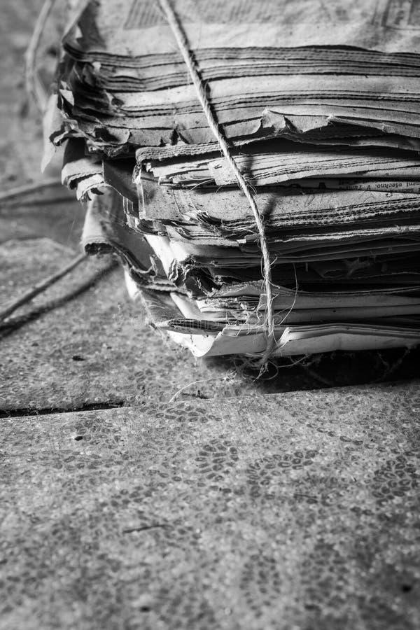 报纸老堆 免版税库存照片