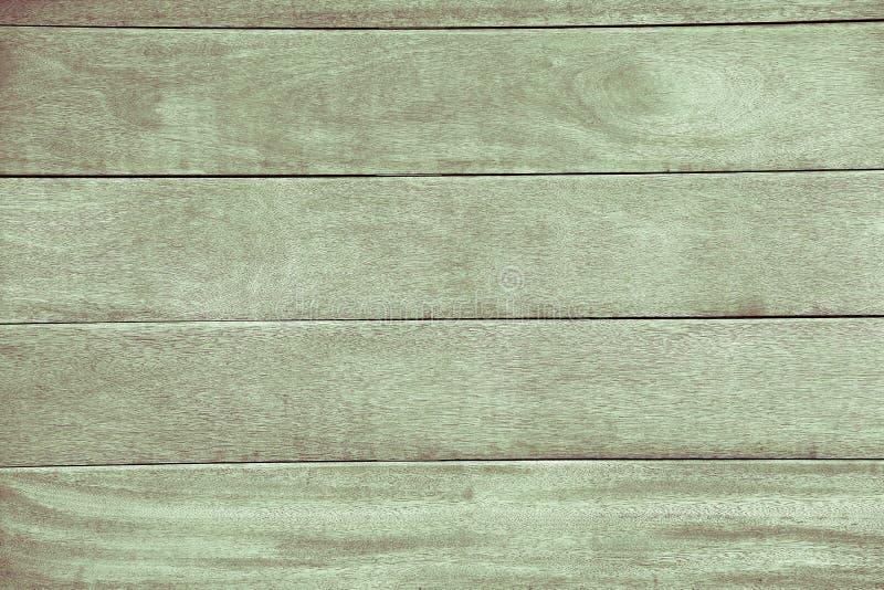 报道房子绿色的表面的木自然委员会 库存图片
