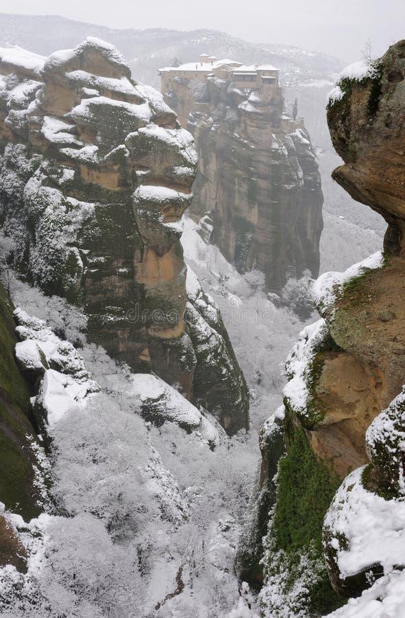 报道的希腊meteora修道院雪varlaam 免版税库存照片