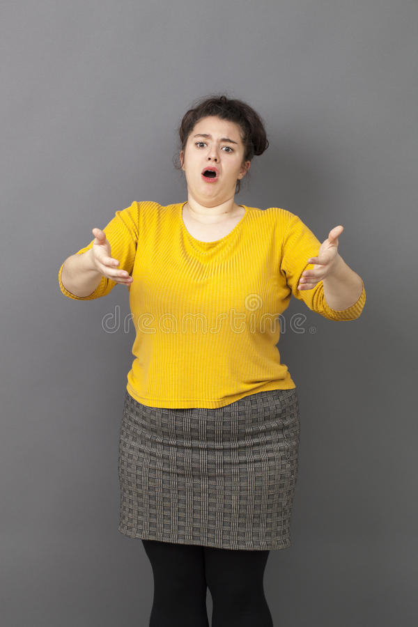 抱怨为超重重音的不快乐的肥胖少妇 免版税库存图片
