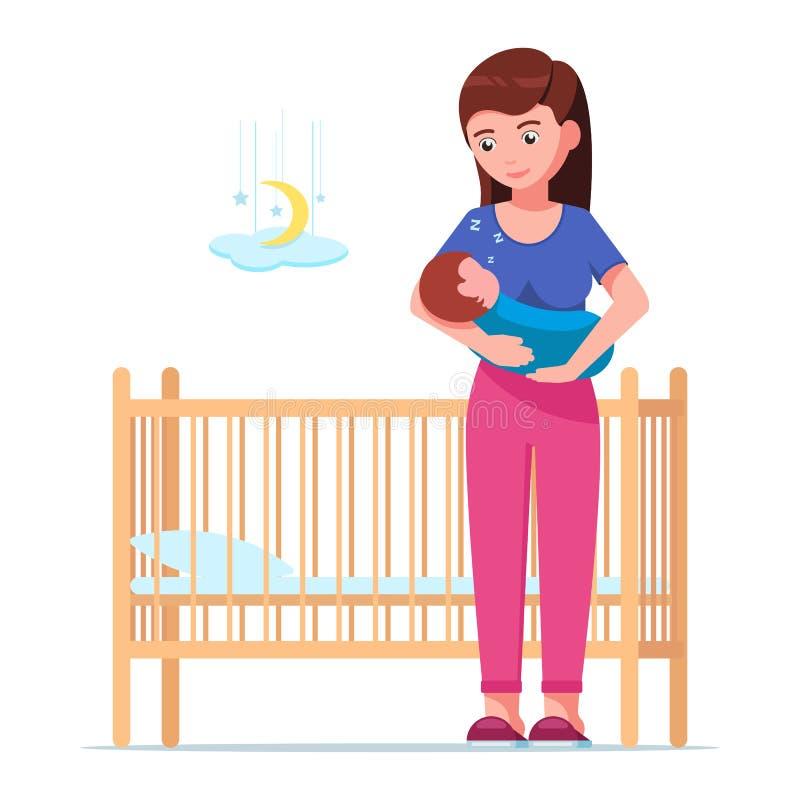 抱着一个睡觉的婴孩的妇女在婴孩小儿床旁边 皇族释放例证