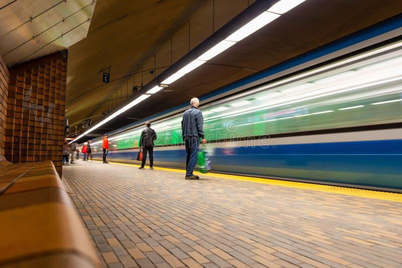 抵达皇家山站的地铁列车 免版税库存照片
