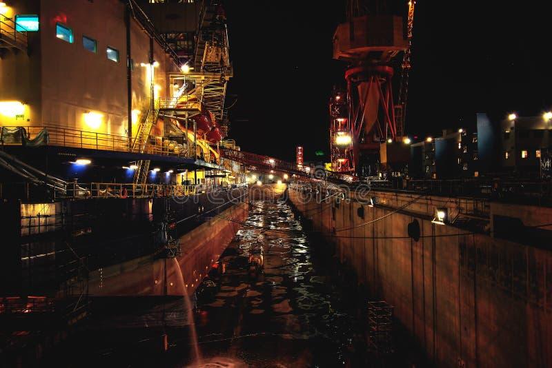抽油装置在船坞 免版税库存图片