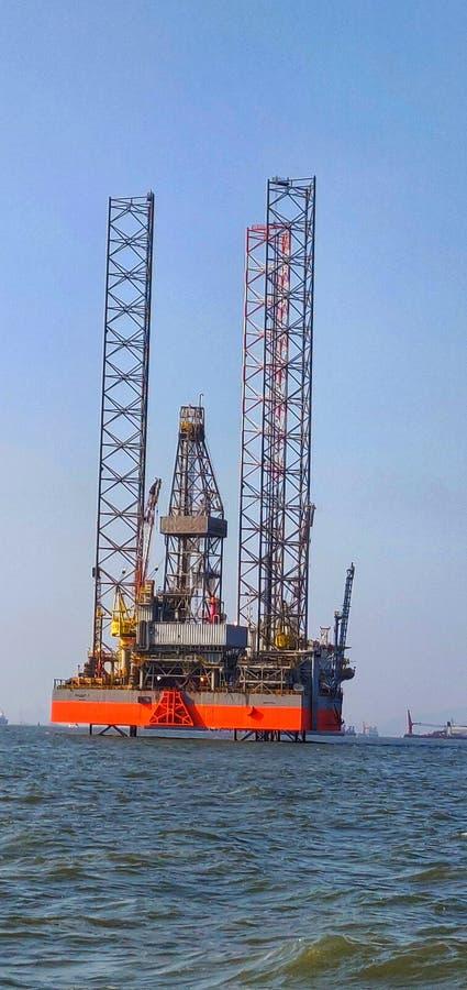 抽油装置,船具,孟买上流,孟买,海,阿拉伯海,油,近海 免版税库存图片