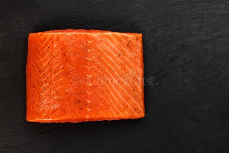 抽烟的三文鱼 免版税库存图片