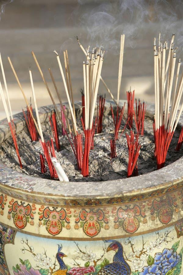 抽烟的佛教香 库存图片