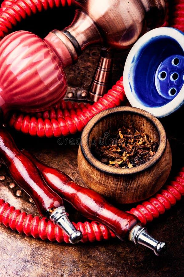 抽烟的水烟筒用烟草 免版税库存图片