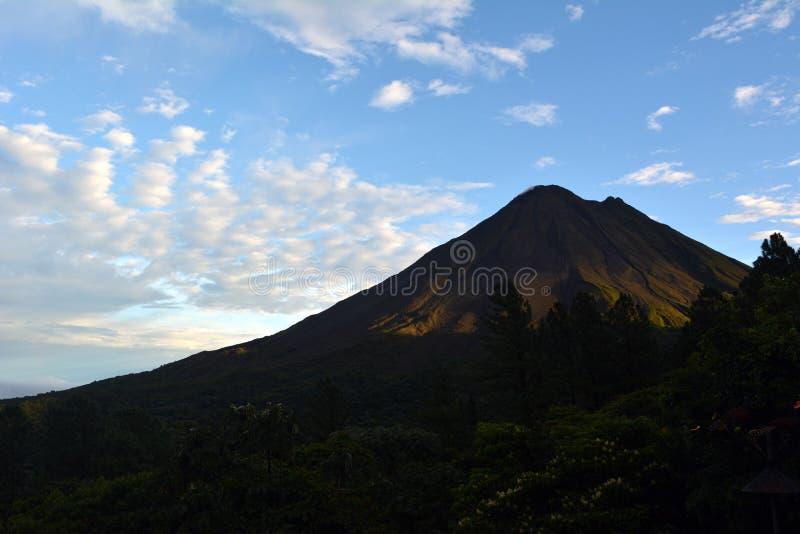 抽烟的火山阿雷纳尔在哥斯达黎加 库存图片