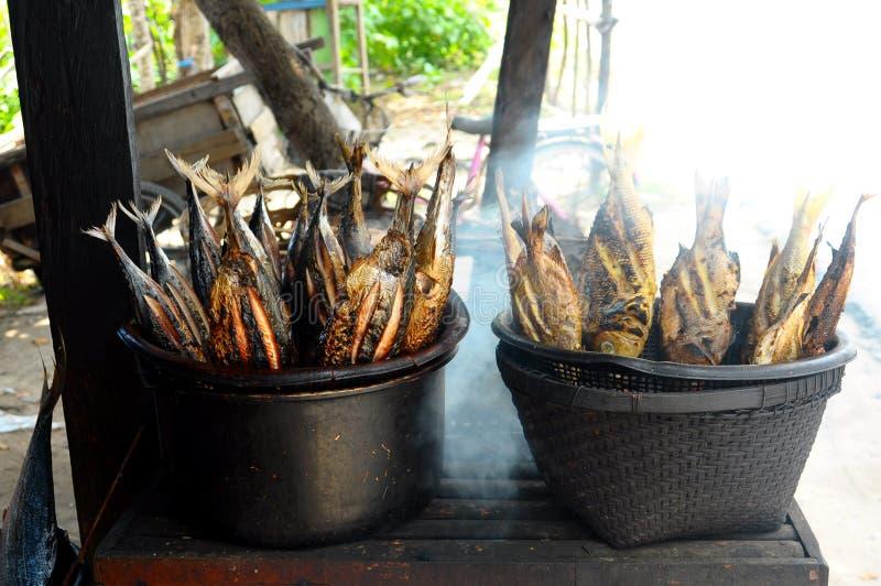 抽烟的烤鱼 库存图片