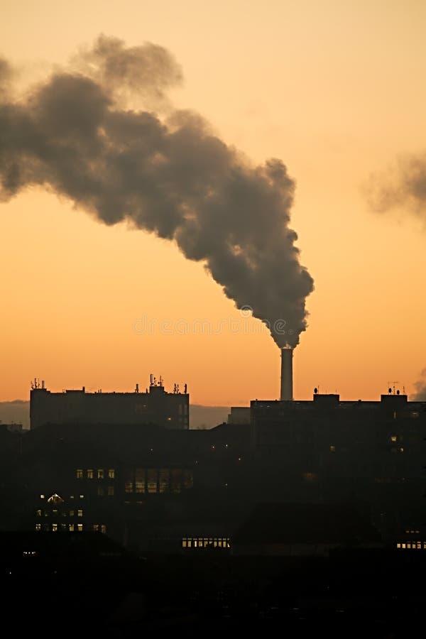 抽烟的能源厂 图库摄影
