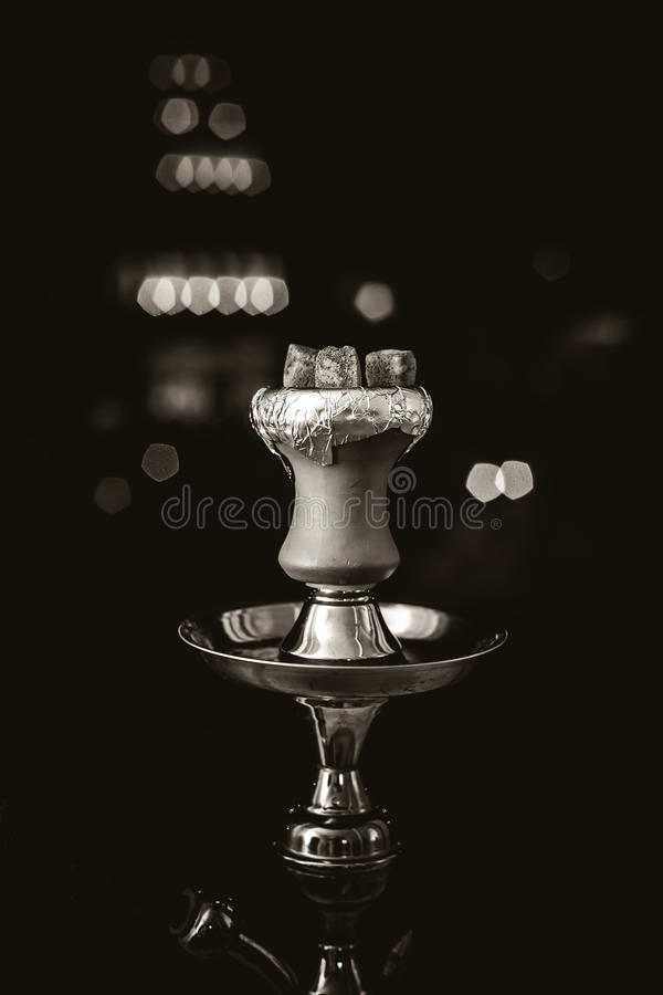 抽烟的水烟筒热的煤炭 库存图片