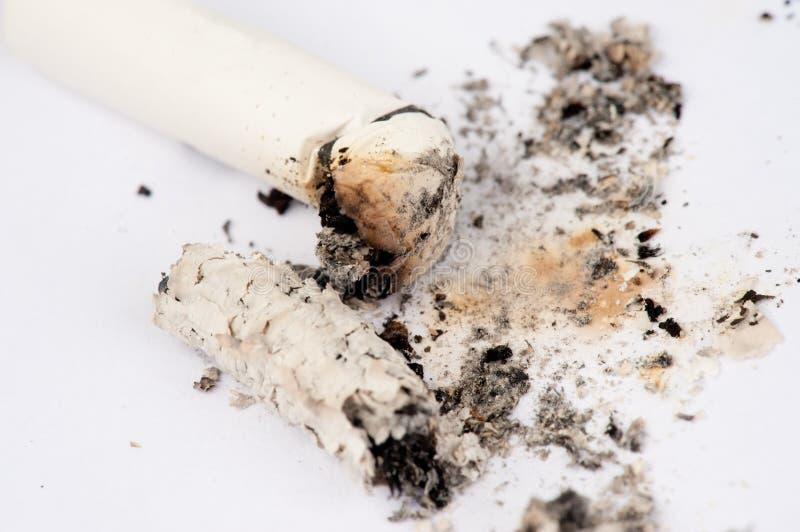 抽的香烟和  免版税库存图片