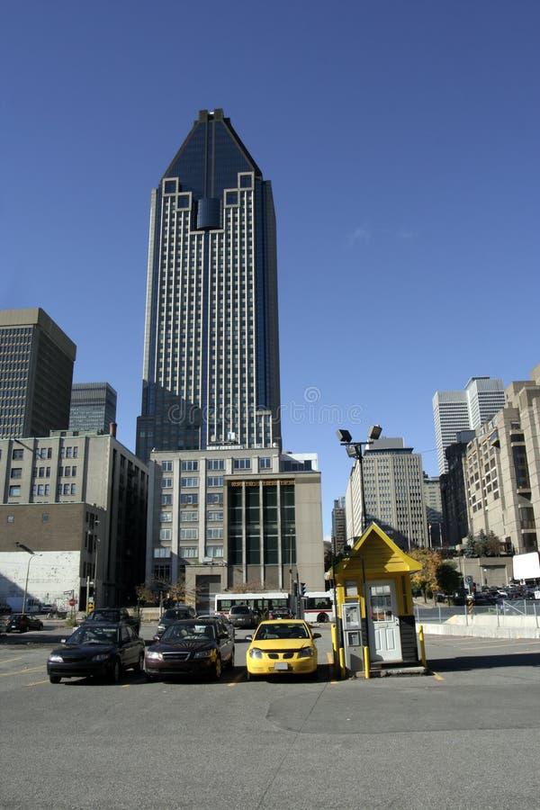 Download 抽签蒙特利尔停车 库存照片. 图片 包括有 街市, 批次, 建筑, 蒙特利尔, 都市风景, 天空, 形状, 摩天大楼 - 3672040