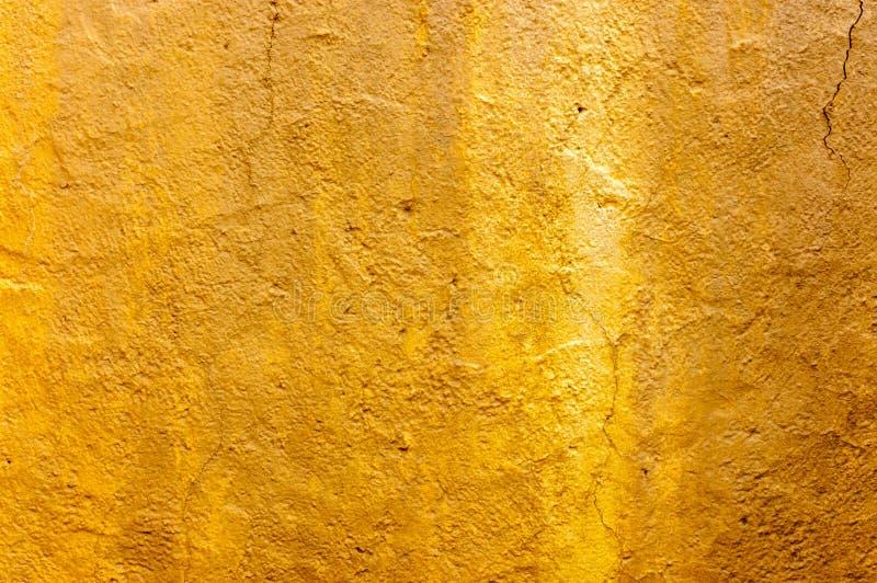 抽象与典雅的古色古香的油漆的金背景豪华富有的葡萄酒难看的东西背景纹理设计在墙壁例证为 库存图片