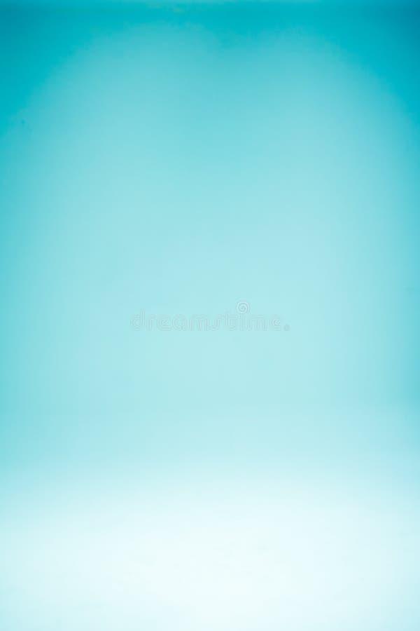 抽象与减速火箭的颜色的梯度蓝色轻的背景文本构成艺术图象的,网站很多空间 免版税库存图片